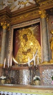 Zdjęcie cudownego obrazu Matki Bożej Ostrobramskiej w Wilnie.