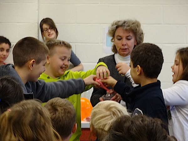 Barbara Biskup w trakcie eksperymentalnej lekcji ze swoimi uczniami.
