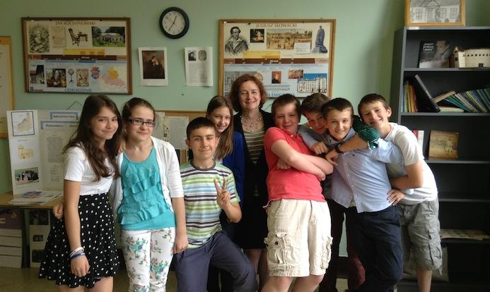 Irena Biały ze swoją klasą.