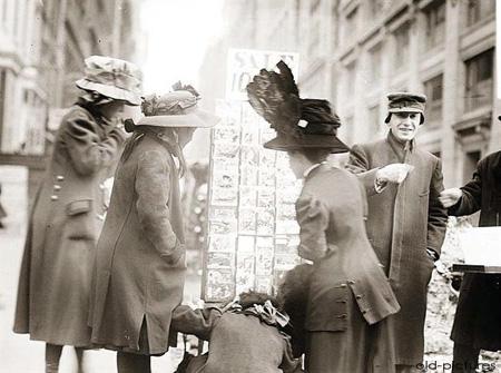 Kupowanie kartek świątecznych, 1912 r.