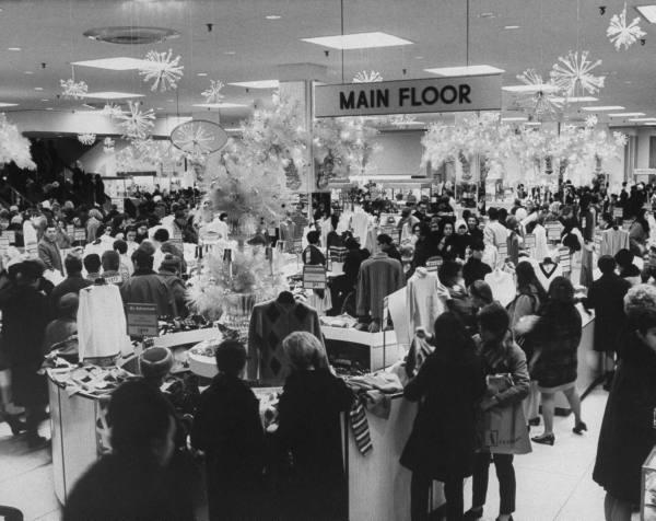 Świąteczne zakupy w Aleksanders store, 1967 r.