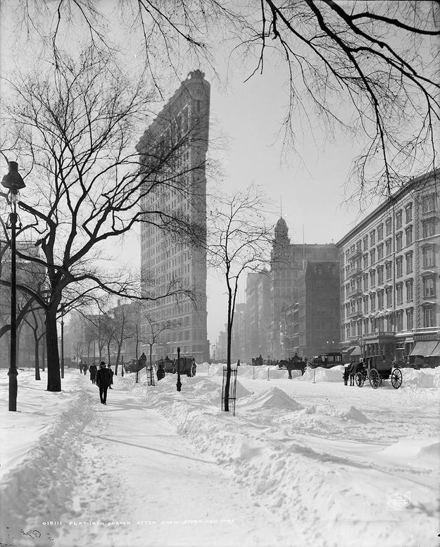 Budynek Flatiron w 1905 ro. Fot. PhotoQuest / Getty Images.