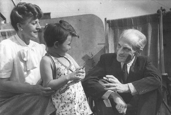 Julian Tuwim z żoną Stefanią i córką Ewą