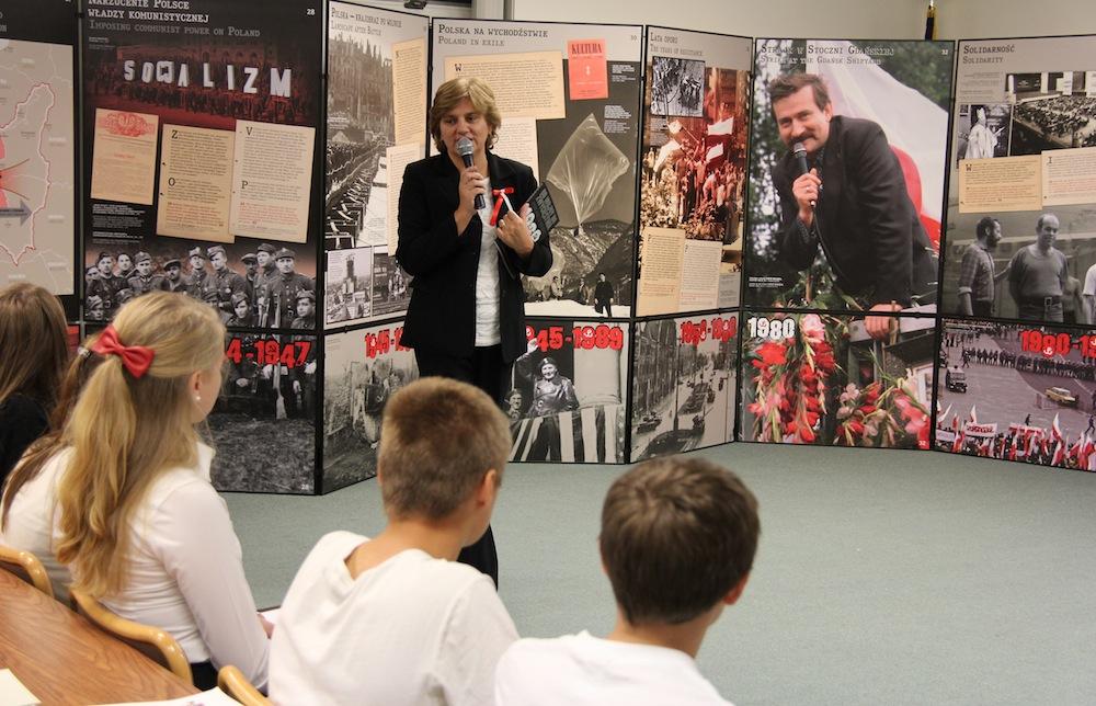 Dyrektor Szkoły Katarzyna Pawka -organizator wystawy