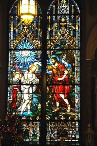 Witraz pionowy w kościele św. Kazimierza