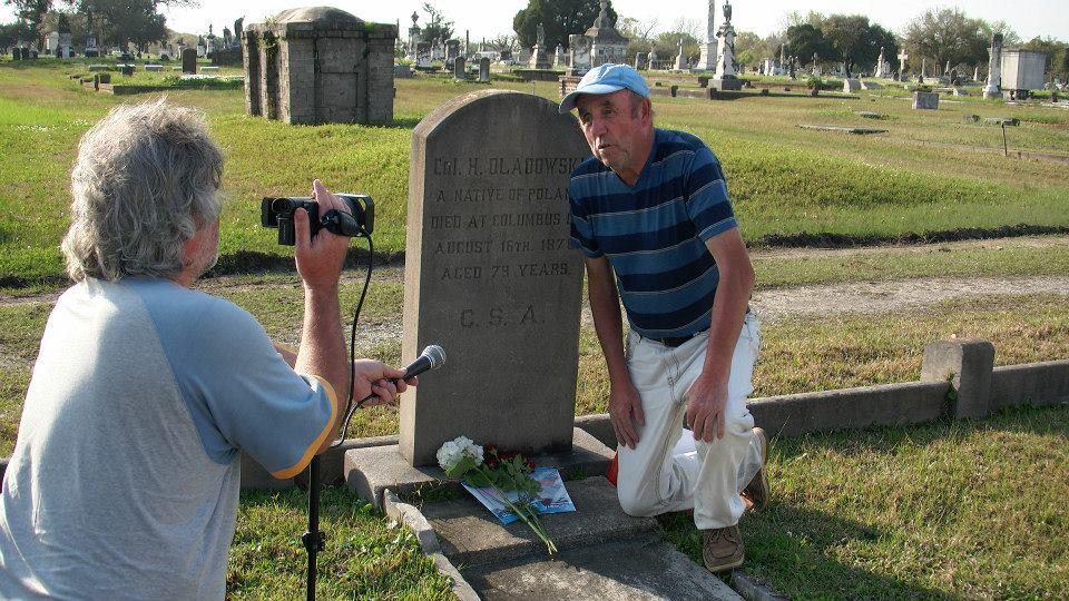 przy grobie pułkownika Hipolita Oladowskiego (Mobile, Alabama - cmentarz Magnolia).
