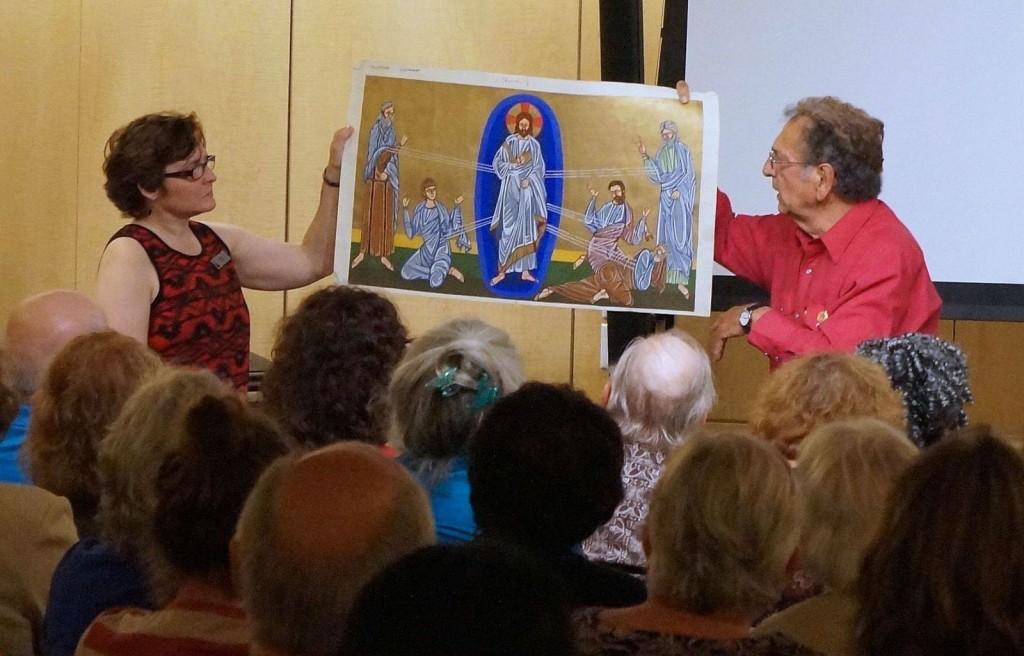 Robert Andrews, twórca współczesnych bizantyjskich mozaik oraz organizatorka wykładu w muzeum.