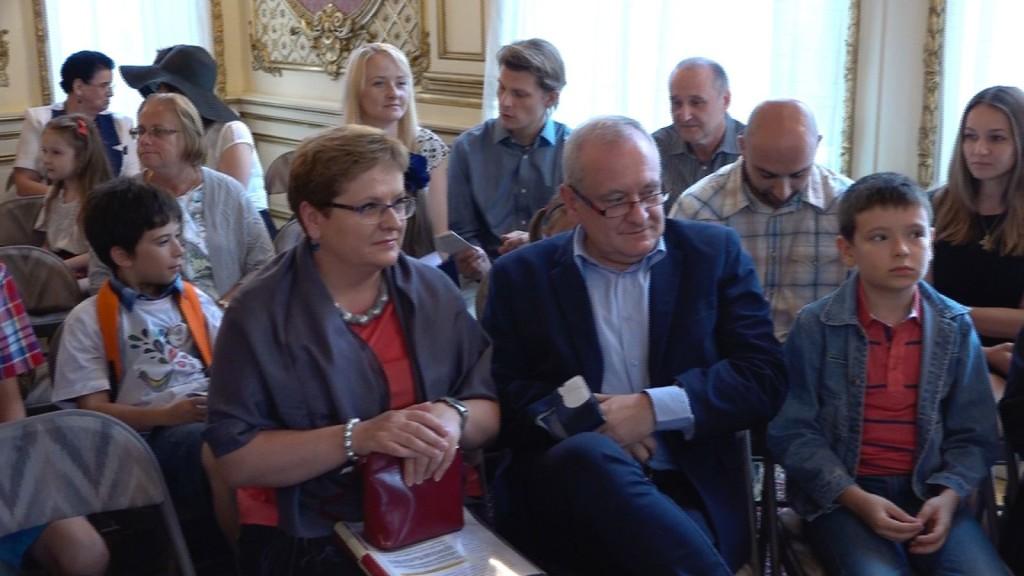 Na uroczystość proklamacji prof. Katarzyna Kłosińska przyleciała z Polski z mężem i synem.