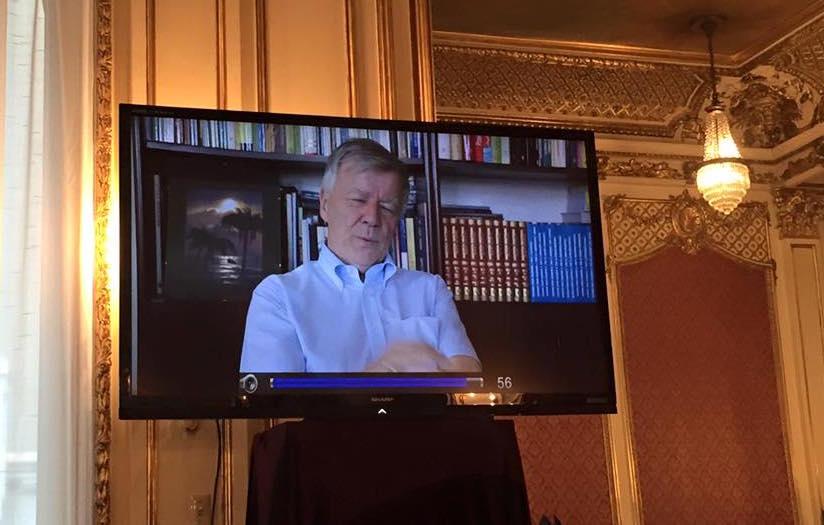 Prof. Jan Miodek nagrał specjalnie na uroczystość proklamacji swoje wystąpienie o korzyściach z dwujęzyczności dla Polonii, które zostało odtworzone na telebimie.