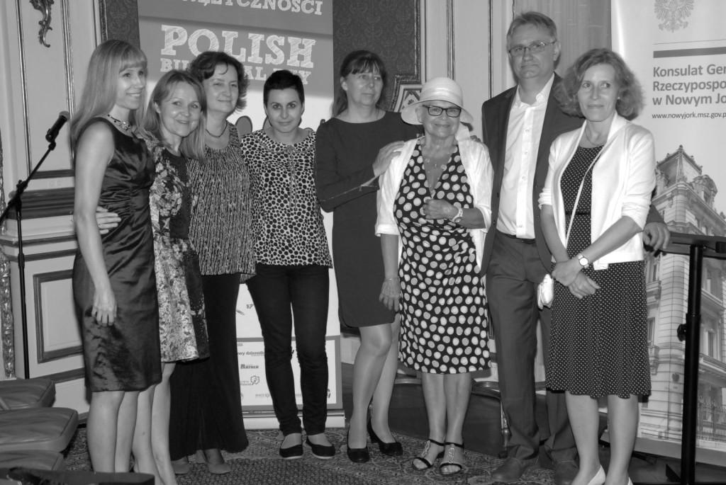 Redakcja portalu, od leej stoją: Eliza Sarnacka - Mahoney, Marta Kustek, Irena Biały, Karina Bonowicz, Danusia Świątek, Bożena Chojnacka, Andrzej Cierkosz i Lidia Russell