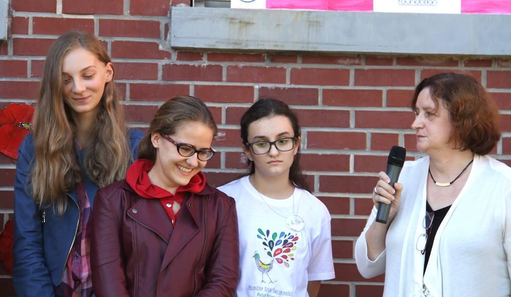 Co dała mi znajomość języka polskiego mówią uczniowie Polskiej Szkoły Konsularnej w Nowym Jorku, z klasy Ireny Biały