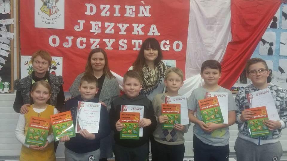 Uczniowie Polskiej Szkoły im. św. Jana Pawła II w Kilkenny (Irlandia)