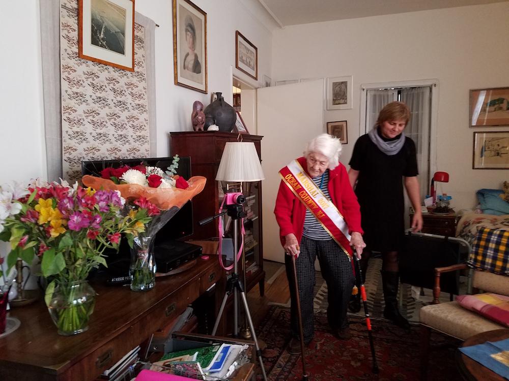 104-letnia Pani Wala z dyrektorem szkoły