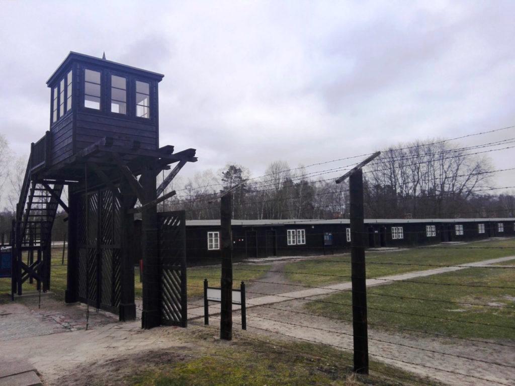 """""""Brama Śmierci"""" – główna brama prowadząca do Starego Obozu"""